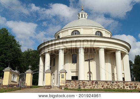 The church of Holy Trinity in Suderve has an unusual architectural solution - it is a rotunda (a round building with a dome-shaped roof). This classical church was design by Laurynas Stuoka-Gucevicius and was built by the local bishop Valentas Volackis du