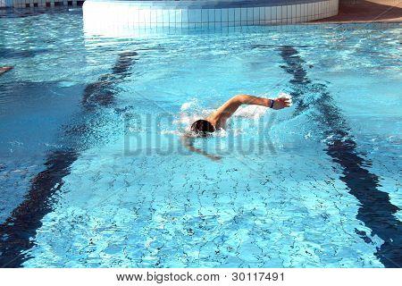 A Man Learn Swim The Crawl