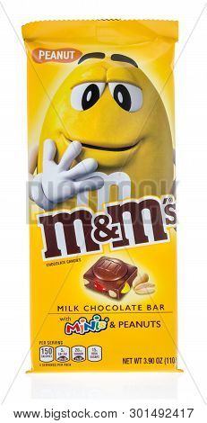 Winneconne, Wi - 10 May 2019 : A Package Of M M S Milk Chocolate Bar With Minis Mms Peanuts On An Is