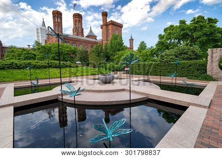 Washington, Dc - May 9, 2019: The Moongate Garden With Dragonfly Statues In The Enid Haupt Garden An