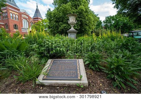 Washington, Dc - May 9, 2019: Plaque And Urn Honoring Andrew Jackson Downing Urn At The Smithsonian