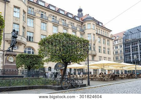 Leipzig, Germany - October 2018: Restaurant At Naschmarkt Plaza In Front Of The Memorial Statue Of J