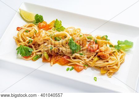 noodles with calamari and vegetables