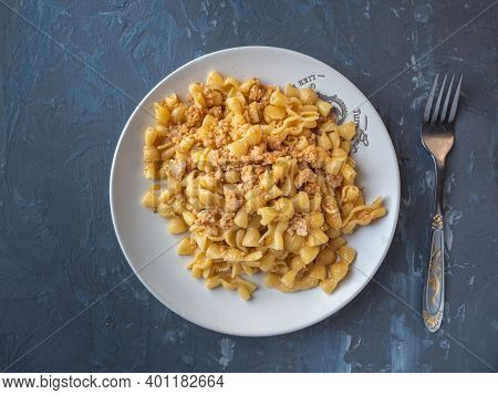 Pasta With Minced Chicken On A Gray Round Plate For A Hearty Breakfast Top View