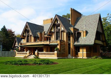 Chicago, Illinois, U.s.a - October 14, 2018 - Moore-dugal Residence, A House Designed By Frank Lloyd