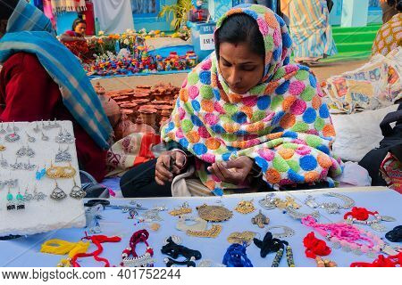 Kolkata, West Bengal, India - 31st December 2018 : Woman Selling Various Shapes And Shades Of Neckla