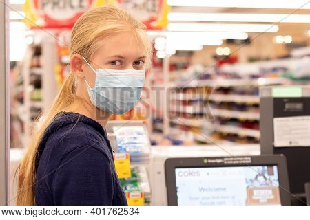 Sydney, Australia - 2020-01-04 Face Masks In Shopping Centres Are Compulsory In Greater Sydney Nsw.