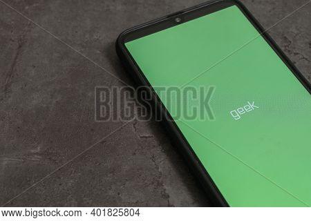 Russia, Saint Petersburg, November 2020: Social Media Icon, Geek App Icon On The Samsung Smartphone