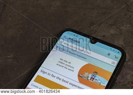 Russia, Saint Petersburg, November 2020: Social Media Icon, Amazon App Icon On The Samsung Smartphon