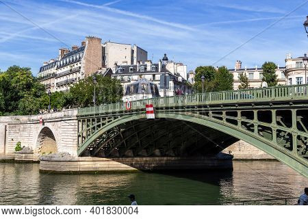 Paris, France - August 30, 2019: This Is A Fragment Of The Sully Bridge Going From The Ile Saint Lou