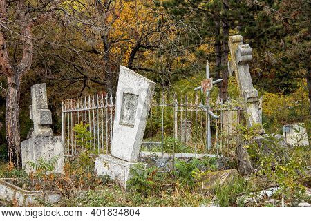 Ancient Stone Crosses And Thombstones On The The Old Cemetery - Necropolis. Historical Part Of Pyati