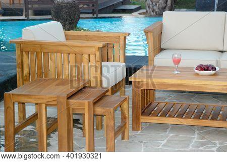 Close Up Outdoor Teak Garden Furniture Set , Teak Garden Furniture Table And Chairs Set With Cushion