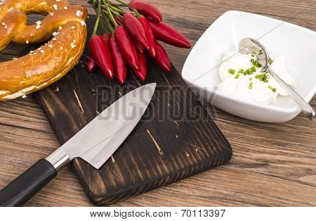 Pretzel knife and chili