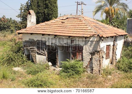 An old building in disrepair