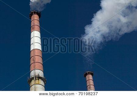 NEW YORK - FEBRUARY 19:  Smoke billows from the smokestacks of a KeySpan 250-megawatt combined-cycle electric-generating station power plant February 19, 2005 in Long Island City, NY.