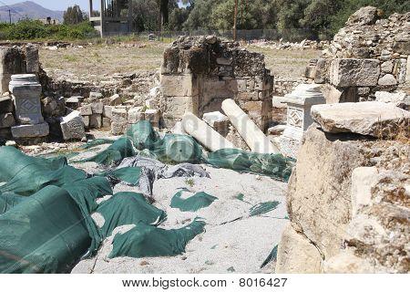 Excavaciones en Mitropoli en Creta cerca de Festos