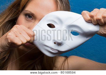 woman using white mask