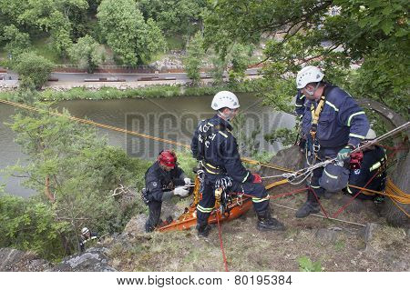 Exercise rescue units. Training rescue people in inaccessible terrain