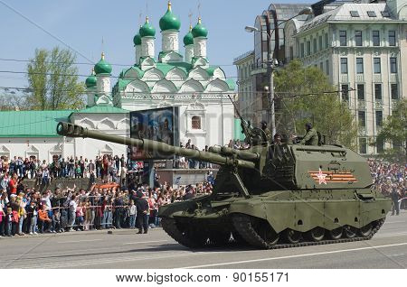 The 2S19 Msta-S is a self-propelled 152 mm howitzer. Moscow Victory Day Parade to commemorate the 70