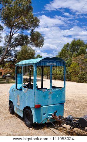 Trackless Touring Train: Australian Bushland