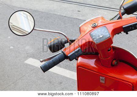 Red Classical Italian Piaggio Scooter Handlebar