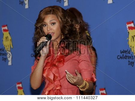 LOS ANGELES, CALIFORNIA. November 15, 2005. Beyonce Knowles of Destiny's Child at the 2005 World Children's Day at the Ronald McDonald House in Los Angeles, California United States.