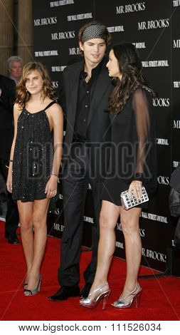 Tallulah Belle Willis, Ashton Kutcher and Demi Moore at the Los Angeles Premiere of 'Mr. Brooks' held at the Grauman's Chinese Theater in Hollywood on May 22, 2007.