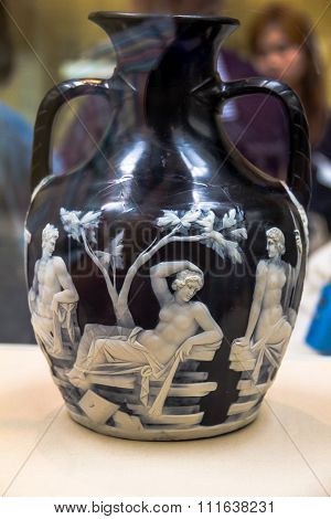 British Museum. Visitors Look At The Roman Portland Vase Or  Cameo Glass Vase, Dated To Between Ad 1