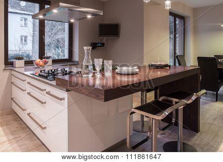 Spacious Elegant Kitchen
