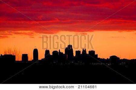 Канзас Сити Миссури Skyline в сумерках.