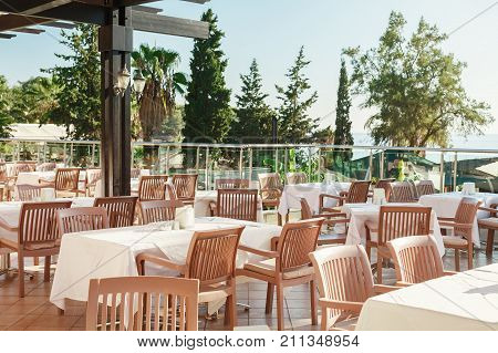 an empty restaurant in the hotel is all inclusive in Turkey. Terrace with sea views. Dining tables, no one.