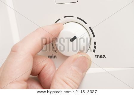 Hand turning a minimum maximum level dial