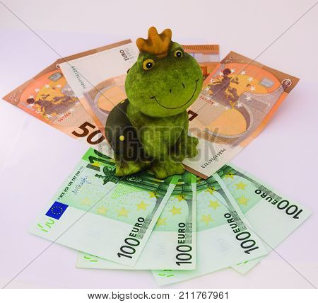 The lucky frog. Figure that attracts financial luck according to superstition.