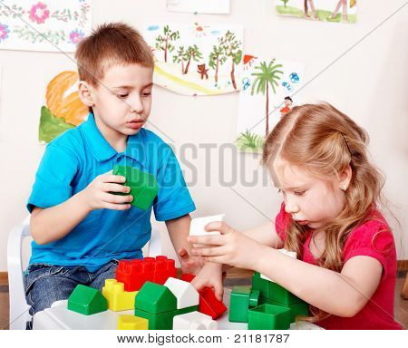 Children playing construction set .