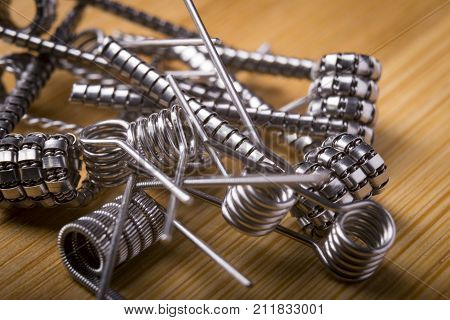 Close Up Twisted Coils For E Cig Or Electronic Cigarette For Vape Devices, Rda Prebuild Coil Clapton