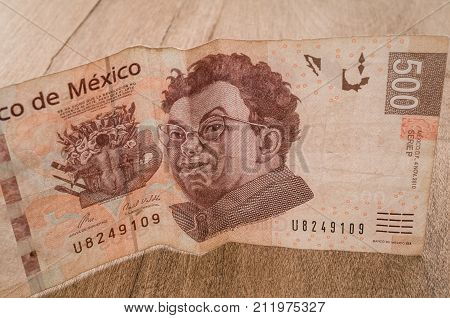 A 500 mexican pesos bill seems to be happy perhaps because of its weakness against the dollar.