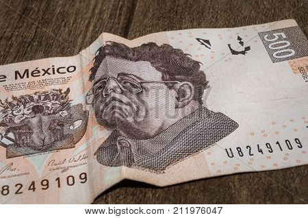 A 500 mexican pesos bill seems to be sad perhaps because of its weakness against the dollar.