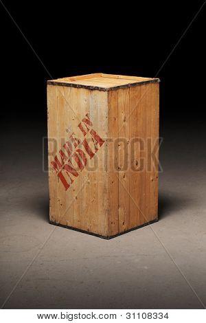 Caixa de madeira antiga com o texto