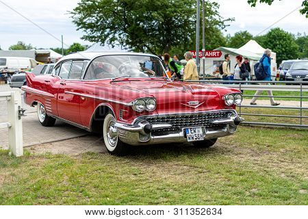 Paaren Im Glien, Germany - June 08, 2019: Full-size Luxury Car Cadillac Sixty Special, 1958. Die Old