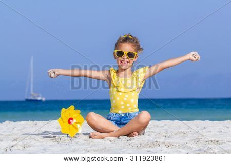 Happy smilng child on vacations