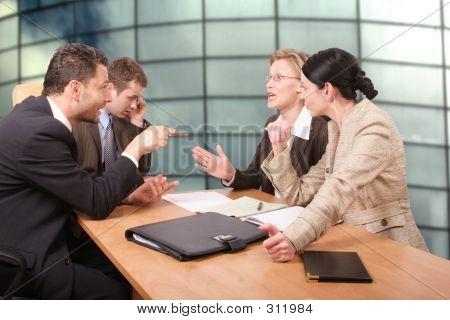 Negociaciones comerciales - 2 hombres 2 mujeres