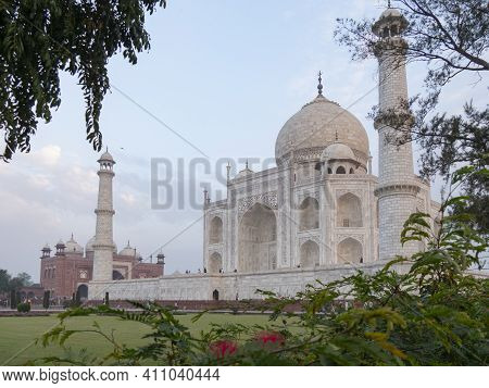 Agra, India - March, 26, 2019 Morning Side View Of The Taj Mahal Framed By Trees