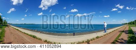 Chicago, Il June 5, 2016, Panoramic View Of Lake Michigan Looking Out Over The Belmont Rocks Near Be