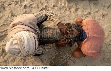 Feburary 2021 Haridawar,india A Barber Cutting The Hair Of Pilgrim During The Kumbh Mela In Haridawa