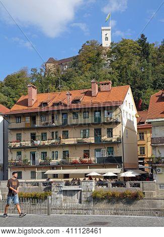 Ljubljana, Slovenia - October 12, 2014: Old Town And Castle At Sunny Autumn Day In Ljubljana, Sloven