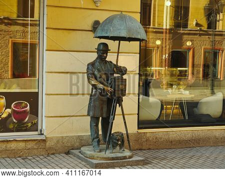 St. Petersburg, Russia, March 1, 2021. Monument To Mister Photographer With Old Vintage Camera Umbre