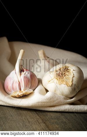 Garlic cloves on a white tablecloth.