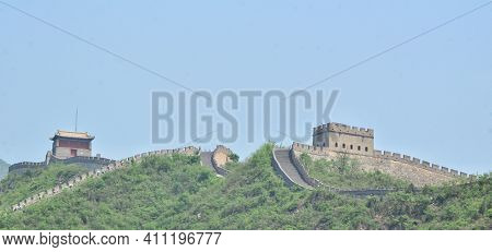Beijing, China-may 26,2013: Long Shot Of A Part Of The Great Wall Of China, Popular Tourist Attracti