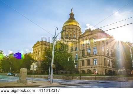 Atlanta, Ga / Usa - 05 30 20: Georgia State Capitol Downtown Atlanta With Natural Sun Flare