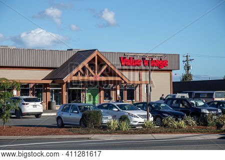 Courtenay, Canada - September 1, 2020: View Of Value Village Thrift Store In Downtown Courtenay